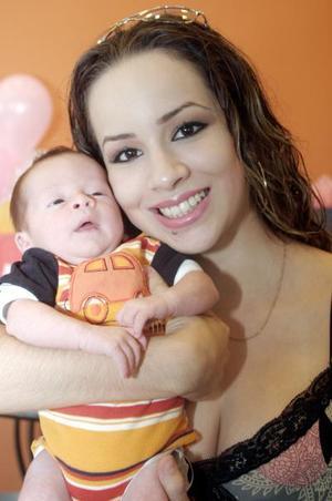 Melina Elizondo, con su hijo Gael.