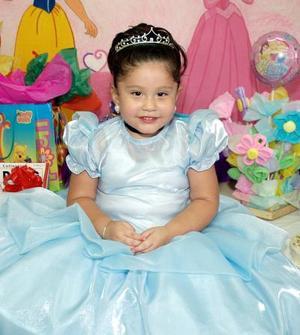 <b>16 de septiembre 2005</b><p> Andrea Muñoz Perezvertti festejó su tercer cumpleaños, con un alegre convivio infantil.