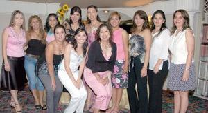 Vanessa Vargas Siller, acompañada por un grupo de amigas.