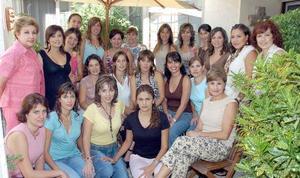Socias del Club de Jardinería Mimosa en su primera junta de trabajo, las acompaña la presidenta de la Federación, Ángeles de Balcázar.