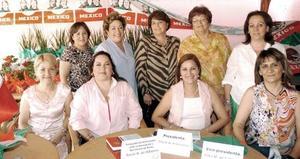 Lorena de Gámez, Paty Ulloa, Irma de Caldera, Carmelita de León, Elva de Robles, Lourdes Castil, Rosy Armendáriz, Rocío Albores y Lourdes Robles, en otras de las reuniones de jardinería.