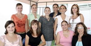 Lily De Avanda, Silvia de Alvarado, Mayra de González, Martha de Llama, Liz de Santacruz, Arcelia Serrano, Caty de Lechuga, Ana Isabel de Gallegos, Carmen de Jaik y Norma de Abrard.