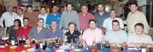 <b>16 de septiembre 2005</b><p> Compañeros de Oír Laguna festejaron el Día del Locutor.
