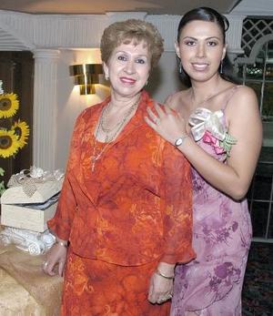 Vanessa junto a su mamá, Luz María Siller Cedillo.