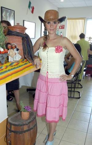 Zaira Verona  Ortiz Rosas, en una fiesta de despedida que se le ofreció al estilo Country.