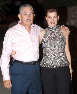 Gerardo González y Vivi de González.