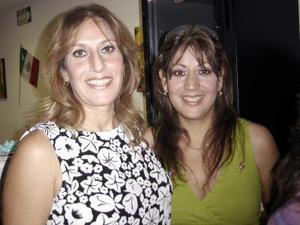 Olga de Ramos y Kena Samaniego.