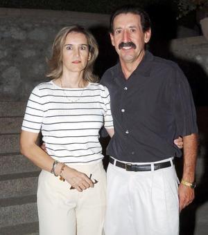 <b>17 de septiembre 2005</b><p> Paty de Martínez y Gerardo Martínez.