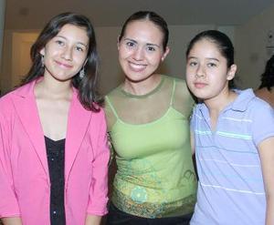 Arely Ruiz, Iztaccíhuatl Sánchez y Cecilia Rui