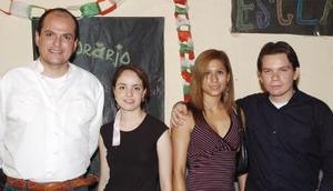 El profesor Carlos González, Mayela Talamantes, Laura Hernández y Christian Álvarez