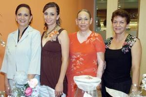 Arlene Llorens fue despedida de su soltería, con una ameno convivio organizado por su mamá, Tere Llorens y sus tías, Tony y Gina.