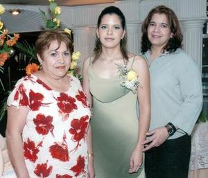 Ingrid con su mamá, Luz Hernández Espinoza y su futura suegra, María del Rosario Álvarez Mercado.