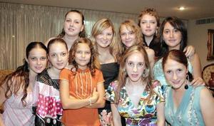 Elena Villarreal, Brenda Reed, Andrea y Pamela Villarreal,  Celina Berlanga, Sofía e Ilse Villarreal, Bárbara y Luly Berlanga.