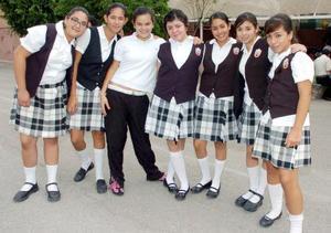 Mariana Serrano, Elizabeth Sepúlveda, Lizbeth  Tello, Ayssa de la Mora, Griselda Duarte Lily Herrera y Valeria García.