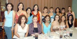 <b>18 de septiembre 2005</b><p> Muy feliz lució Adriana González Sáenz, acompañada de todas sus amigas en una bonita fiesta prenupcial.