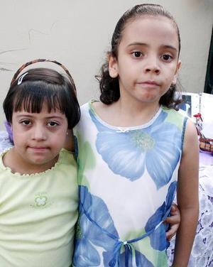 Ana Laura Habib Díaz Flores y Ana Luisa Barbalena, en reciente festejo infantil.