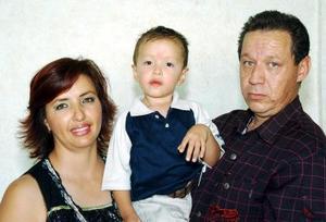 Arturo Castaño Orozco y Gabriela Violante Tovar festejaron a su hijito Arturo Castaño Violante, en una piñata por su tercer cumpleaños.