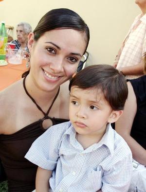 <b>18 de septiembre 2005</b><p> Katya Valenzuela de Oviedo y Ricardo Fernández Valenzuela.