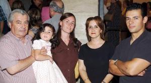 Alberto Cisneros, Tere Alanís, Caroline Ekstrom, Lina Cisneros y Fernando Cisneros.