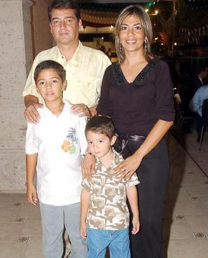 Armando Villarreal de la Peña, Rocío de Villarreal, David y Luis Armando Villarreal.