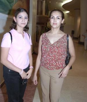 Brenda Rodríguez y Mónica Calderón.}