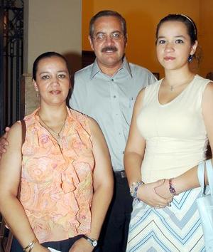 Ezequiel y Ana Lucía Ávila y Lucy Frías de Ávila.
