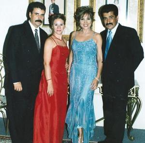 Fernando Covarrubias Martínez y Karina de Covarrubias, Armando Javier Villarreal Martínez y Sandra de Villarreal, en reciente acontecimiento social.
