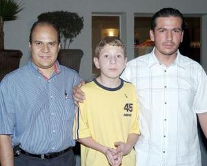Israel Velarde, Daniel y Humberto González.