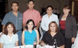 Jorge Luna, Adriana Rodríguez, Eddy Estrada, Claudia de Estrada, Beatriz Trujillo, Rocío Hoyos y Rosario Salazar.
