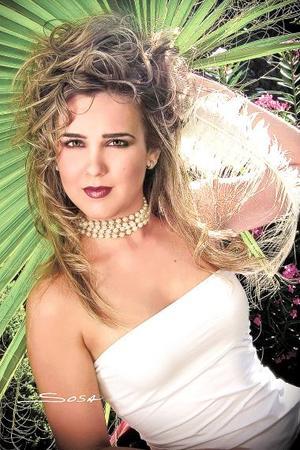 Srita. Ana Laura Treviño Algara, en una imagen de estudio de Sosa..