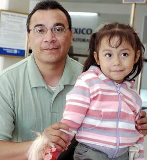 <B>19 de septiembre 2005</b><p> Paola Itzel y Rubén Gutiérrez viajaron a Tijuana.