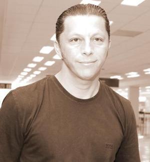 Luis Ricardo Medina, viajó con destino a México.