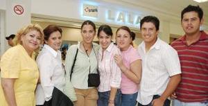 <B>20 de septiembre 2005</b><p> Verónica Venegas viajó a Inglaterra y fue despedida por su mamá y sus amigos.