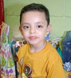 <b>19 de septiembre 2005</b><p> Jesús Javier Osuna Domínguez en su fiesta de cumpleaños.