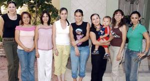 Michelle de Mijares, Ale de Aguinaga, Alejandra Ramos, Tita Ulloa, Kathy Riveroll, Laura Gama, Nelly Blackaller y Alma Luján.