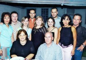 <b>20 de septiembre 2005</b><p> Eduardo Rivas y María Esthela Kuster de Rivas, celebraron su 41 aniversario de bodas con un agradable festejo y en compañía de sus hijos.