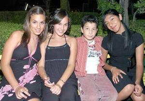 Alejandra Gamboa, Karla Muñoz, David Flores y Lily Arias.