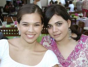 <b>20 de septiembre 2005</b><p> Lorena de Gutiérrez y Loretta Zablah.