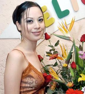 <b>19 de septiembre 2005</b><p> Cynthia Elizabeth Zúñiga Castañeda en su fiesta de despedida.