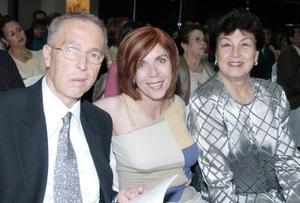 Armando Martín Soberón, Mavisa Rodríguez Garza y Carmen M. de Lela.