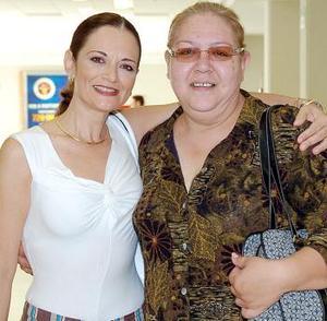 Carolina Méndez viajó con destino a Tijuana, la despidió Cristina Pacheco.