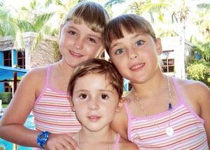 <b>22 de septiembre 2005</b><p> Regina, Bárbara y Priscila de la Peña Schott