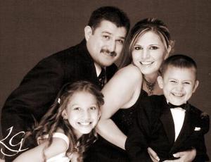 Mario H. Delgado López y Salomé Ceballos de Delgado celebraron recientemente su décimo aniversario de bodas, aquí acompañados de sus hijos Camila y Luis Mario