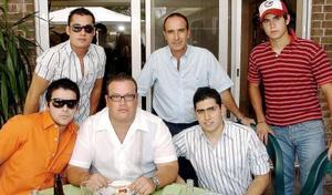 Maurice Collier, Rodrigo Villarreal, Roberto Tueme Jr., Paco Delgado, Roberto Tueme y Beto Díaz de León.