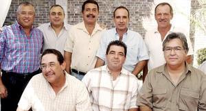 Roberto en compañía de Jorge Cepeda, Arturo Madero, José del Río, Emilio Rodríguez, Antonio González, Hernando Garrido y Alberto Martínez.