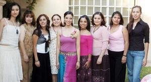 <b>21 de septiembre 2005</b><p> Marcela González Jaimes acompañada de amigas en su fiesta de despedida de soltera.