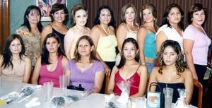 <b>22 de septiembre 2005</b><p> La futura novia compartió agradables momentos con sus invitadas, en este inolvidable festejo.