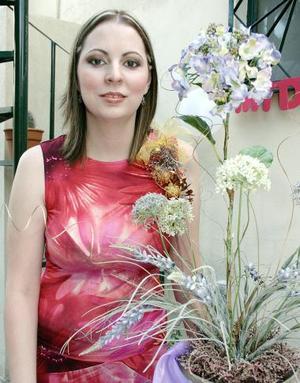 Gloria Menéndez Ramírez disfrutó de una fiesta de despedida de soltera en días pasados.