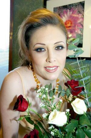 <b>22 de septiembre 2005</b><p> Jenny Robles Aznar en su despedida de soltera.