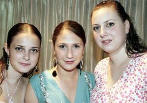 <b>22 de septiembre 2005</b><p> Carolina Villarreal, laura Berlanga y Elena Villarreal.